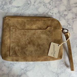 NWT UNIVERSAL THREADS gold Wristlet